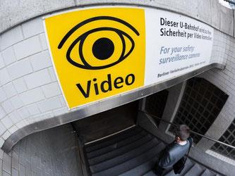 Kameras in Bahnen, Bussen und Trams sowie an Bahnhöfen werden in Deutschland immer mehr zur Selbstverständlichkeit. Foto: Lukas Schulze