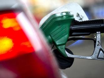 Grund für die Preissteigerungen an den Zapfsäulen sind die wieder leicht gestiegenen Rohölpreise. Foto: Arno Burgi/Symbol