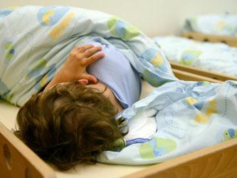 Nach Einschätzung des bayerischen Gesundheitsministeriums geben inzwischen immer mehr Eltern ihren Kindern Schlafmittel. Foto: Caroline Seidel/Archiv