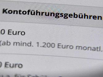 Nutzer eines Girokontos müssen mit höheren Gebühren rechnen. Foto: Jens Kalaene