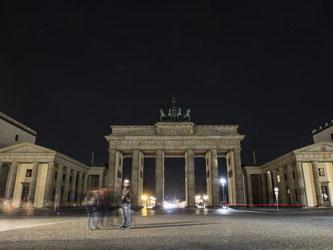 Auch das Brandenburger Tor war während der «Earth Hour» unbeleuchtet. Foto: Paul Zinken