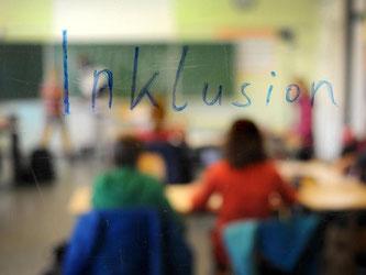 Schüler sitzen in einer Inklusions-Klasse. Foto: Jonas Güttler