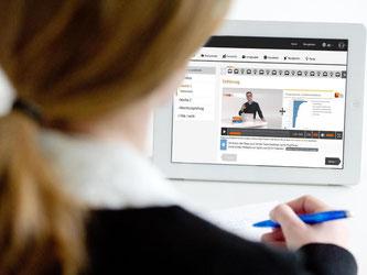 Kleine Videos im Netz verbunden mit anschließenden Tests: So kann ein Massive Open Online Course (MOOC) aussehen. Das Tolle: Für die Nutzer sind die Kurse in der Regel kostenlos. Fotomontage: Franziska Gabbert Foto: Franziska Gabbert