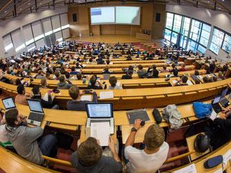Vorlesung an der Technischen Universität Ilmenau: Der Fachkräftemangel in mathematisch-naturwissenschaftlichen Berufen ist auf einem Rekordhoch. Foto: Michael Reichel
