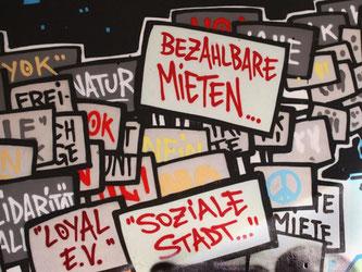 Miet-Graffiti: Gerade in Gegenden mit knappem Wohnraum fordern viele bezahlbare Mieten. Die Mietpreisbremse soll rapide Mietanstiege verhindern. Foto: Wolfram Steinberg