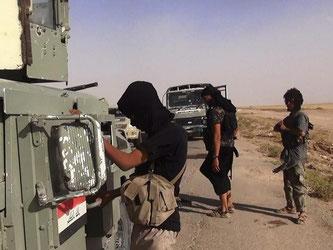 Wer den IS verlassen will, bekommt es mit der «Sittenpolizei» zu tun. Foto: Albakara News/Archiv- und Symbolbild