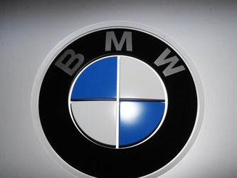 Ein BMW Logo ist zu sehen. Foto: Uli Deck/Archiv