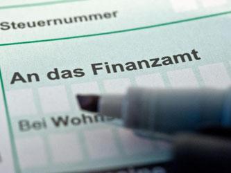 Steuerzahler können sich Geld vom Finanzamt zurückholen, wenn sie bestimmte Fristen beachten. Foto: Andrea Warnecke