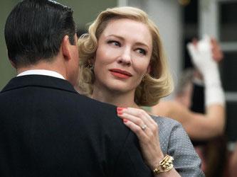 Carol (Cate Blanchett) tanzt mit ihrem Noch-Mann Harge (Kyle Chandler). Foto: Number 9 Films/Wilson Webb/DCM