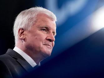 Vor der Landtagswahl 2013 und auch später hatte Seehofer noch angekündigt, 2018 definitiv aufhören zu wollen. Foto: Sven Hoppe