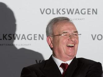 Der zurückgetretene VW-Chef Martin Winterkorn steht nach einem Medienbericht noch bis Ende 2016 bei dem Autobauer unter Vertrag. Foto: Julian Stratenschulte/Archiv