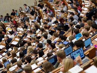 Die Zahl der Studierenden im auf den Rekordwert von fast 2,8 Millionen gestiegen. Foto: Swen Pförtner/Illustration