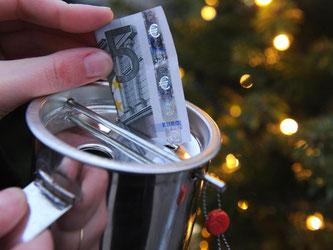 Vor Weihnachten sammeln viele Organisationen Spenden. Foto: Caroline Seidel