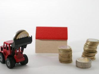 Wer das Haus seiner Eltern erbt und dort einziehen möchte, muss keine Erbschaftssteuer zahlen. Dies gilt jedoch nur, wenn das Gebäude nicht durch einen Neubau ersetzt wird. Foto: dpa-infocom