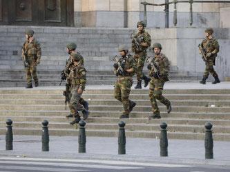 Soldaten patrouillieren vor dem Bahnhof Central in Brüssel. Foto: Thierry Roge