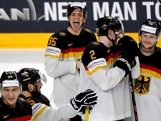 Die deutschen Eishockey-Cracks wollen bei der WM nun den Titelverteidiger ärgern. Foto: Monika Skolimowkska