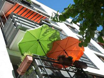 Der Licht- oder UV-Schutzfaktor von Sonnenschirmen sollte am besten zwischen 60 und 80 liegen. Foto: Andrea Warnecke
