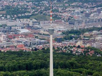 Blick auf den Fernsehturm und die Innenstadt von Stuttgart. Foto: Christoph Schmidt/Archiv