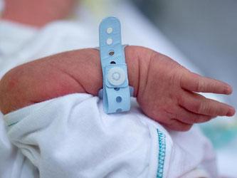 Bei den Vorsorgeterminen für Kinder gibt es einige Neuerungen: Die bisher angebotenen U-Untersuchungen werden erweitert. Photo: Arno Burgi Foto: Arno Burgi