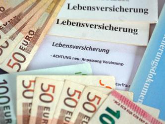 Wegen der Zinsflaute am Kapitalmarkt fällt es den Unternehmen zunehmend schwer, die hohen Zusagen der Vergangenheit zu erwirtschaften. Foto: Jens Büttner/Archiv