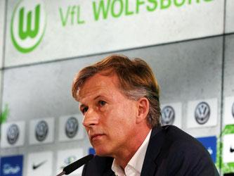 Andries Jonker, der neue Trainer des VfL, bei seiner Vorstellung in Wolfsburg. Foto: Boris Baschin