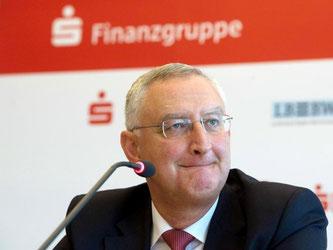 Der Sparkassenpräsident Schneider ist besorgt über die Dauer der Niedrigzinsphase. Foto: M. Murat/Archiv
