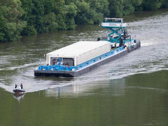 Atommülltransport auf dem Neckar. Foto: Uwe Anspach