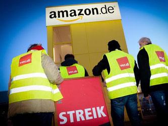 Streikende Amazon-Mitarbeiter in Leipzig. Foto: Peter Endig/Archiv