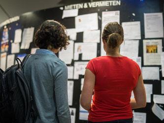 In Deutschlands Metropolen wird bezahlbarer Wohnraum knapp. Viele Studenten finden daher keine Wohnung. Foto: Matthias Balk