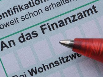 Für gezahlte Mitnahmepauschalen bei Dienstfahrten kann der Arbeitgeber Lohnsteuer abrechnen. Foto: Armin Weigel