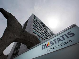 Bezogen auf die gesamte Wirtschaftsleistung lag das Plus bei 1,2 Prozent, wie das Statistische Bundesamt mitteilte. Foto: Fredrik von Erichsen
