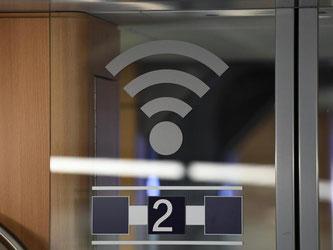 Die Deutsche Bahn bietet jetzt allen ICE-Fahrgästen auch in der zweiten Klasse kostenlos einen Internetzugang an. Foto: Soeren Stache