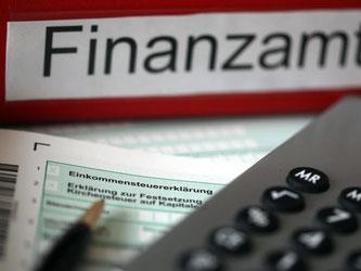 Steuerpflichtige mit einem geringen Jahreseinkommen können sich von so einigen Abgaben befreien lassen - mit der richtigen Bescheinigung. Foto: Oliver Berg