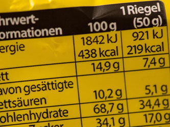 Die Nährwertkennzeichnung auf verpackten Lebensmitteln ist Pflicht. Für Verbraucher kann sie verwirrend sein. Foto: Andrea Warnecke