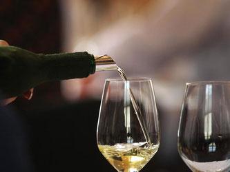 Für den Geschmack eines Weins ist auch entscheidend, wie der Boden des Weinbaugebiets beschaffen ist. Foto: Karl-Josef Hildenbrand