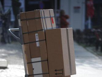 Wer Produkte im Internet bestellt, sollte bei den Versandkosten genau hinschauen. Hier greifen Online-Händler häufiger zu Tricks. Foto: Stefan Sauer