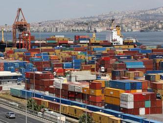 Container im Hafen von Izmir: Die Türkei ist ein wichtiger Wachstumsmarkt für viele Branchen in Deutschland. Foto: Bernd Wuestneck