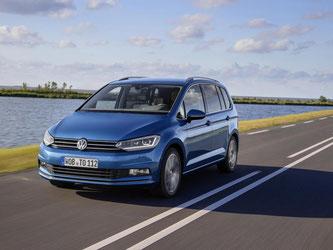 Ein Familienwagen wie er im Buche steht: Der neue VW Touran will mit viel Stauraum und cleveren Kleinigkeiten punkten. Foto: VW