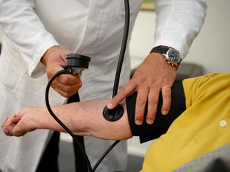Mit finanziellen Anreizen und einer Reform dses Medizin-Studiums sollen mehr Ärzte in ländliche Gebiete gelockt werden. Foto: Bernd Weißbrod