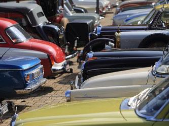 Für jeden das richtige Blech: Das Angebot an klassischen Fahrzeugen ist groß. Interessenten sollten sich darüber im Klaren sein, welches Modell zu ihnen passt. Foto: Jens Wolf