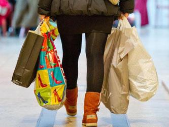 Kauflustige Verbraucher halten die deutsche Konjunktur am Laufen. Sebastian Kahnert/Archiv Foto: Sebastian Kahnert