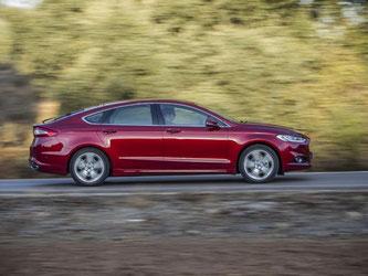 Das Fahrverhalten der Limousine bekommt ebenfalls einen Pluspunkt. Die Lenkung ist sehr präzise. Kurven nimmt der Mondeo flott und unproblematisch. Foto: Ford