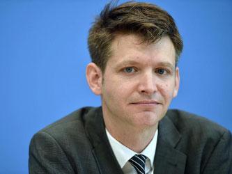 DIW-Konjunkturexperte Ferdinand Fichtner weist auf den ungewissen Ausgang der anstehenden Austrittsverhandlungen hin. Foto: Lino Mirgeler