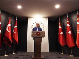 Der türkische Staatschef Erdogan spricht zum Ausgang des Referendums. Foto: Lefteris Pitarakis