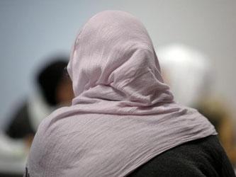 Arbeitgeber können das Tragen eines Kopftuchs untersagen, wenn weltanschauliche Zeichen generell in der Firma verboten sind und es gute Gründe gibt. Foto: Fredrik von Erichsen