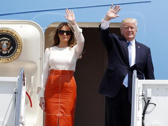 US-Präsident Donald Trump und First Lady Melania Trump vor dem Besteigen der Air Force One. Foto: Alex Brandon