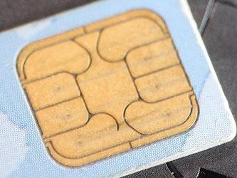 SIM-Karten sind fest auf eine Telefonnummer bei einem bestimmten Mobilfunk-Anbieter eingestellt. Foto: Bernd Thissen