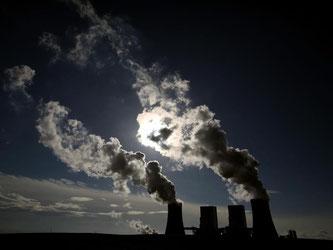 Seit dem Klimagipfel von Paris wird die Kritik an Kohlekraftwerken immer lauter. Die Bundesregierung will bei einem Runden Tisch über mehr Tempo beim Kohleausstieg diskutieren. Foto: Oliver Berg/Archiv