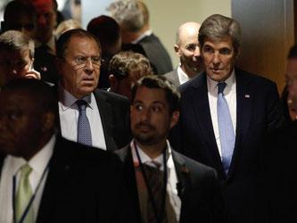 Russlands Außenminister Lawrow zusammen mit seinem US-Amtskollegen John Kerry im UN-Hauptquartier in New York. Foto: Peter Foley