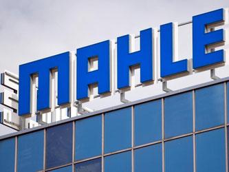 Logo an der Zentrale des Autozulieferers Mahle. Foto: Daniel Naupold/Archiv